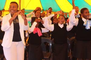 Le choeur lors d'une représentation, on voit la fondatrice Mary Mlambo à gauche